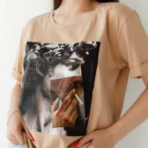 приобрести футболку с короткими рукавами с принтом по выгодной стоимости в Unimarket