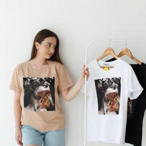 купить однотонную женскую футболку с принтом по акционной цене в Unimarket