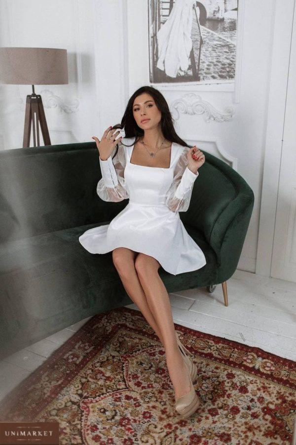 шёлковое женское платье белого цвета с длинным рукавом по акции от магазина Unimarket