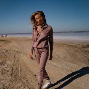 купити жіночий в'язаний костюм кольору мокко з кофтою на блискавки за низькою ціною