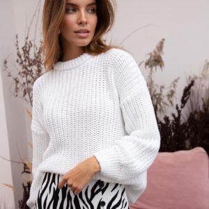 придбати жіночий светр оверсайз білого кольору за вигідною вартості в магазині одягу