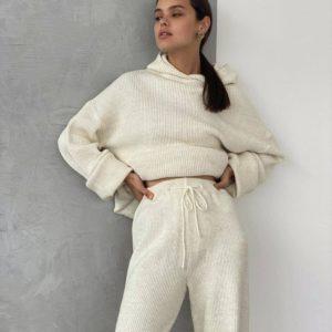 купить женский вязанный костюм худи + брюки молочного цвета по низкой цене
