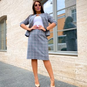 Заказать по скидке серый женский костюм с юбкой в клетку (размер 50-52)