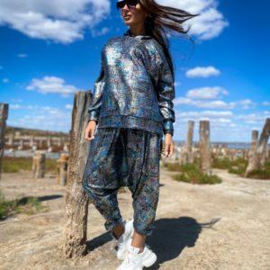 Заказать онлайн женский костюм с лазерным напылением (размер 42-56) синего цвета