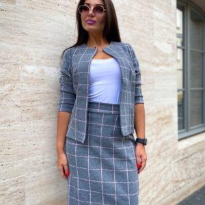 Купить недорого серый костюм с юбкой в клетку (размер 50-52) женский