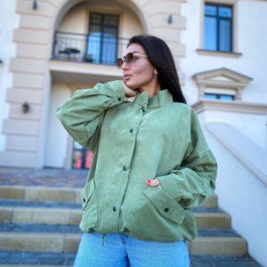 Купить по скидке оливковую ветровку с карманами (размер 50-56) для женщин