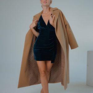 Заказать онлайн бежевое кашемировое пальто со стеганной подкладкой (размер 42-58) для женщин