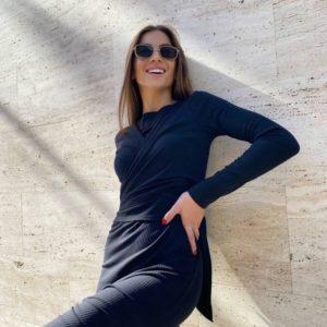 Купить черное женское трикотажное платье с драпировкой (размер 42-48) в интернете