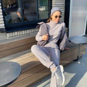 Купить в интернете женский серый костюм из ангоры с гольфом