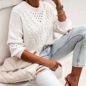 Купить белый женский трикотажный свитер с узором по скидке